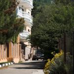 Улица Южная, корпус Б, через дорогу горная речка.