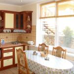 Кухня в трехкомнатном люксе